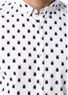 Drop 2 Beyaz Böcek Baskılı Düğmeli YakaGömlek