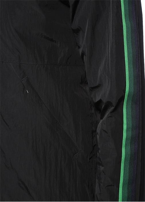 Siyah Yeşil Kapüşonlu Kolu Şeritli Mont