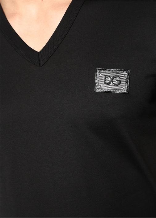 Siyah V Yaka Logo Detaylı Basic T-shirt
