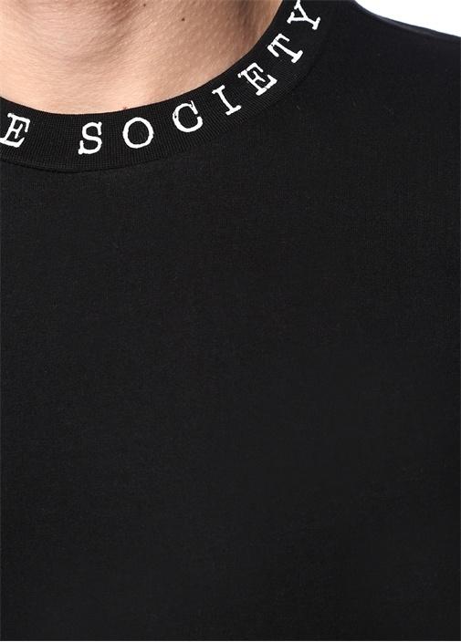 Siyah Yakası Yazı Baskılı Basic T-shirt
