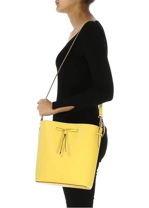 Dryden Sarı Logolu Ağzı Büzgülü Kadın Omuz Çantası