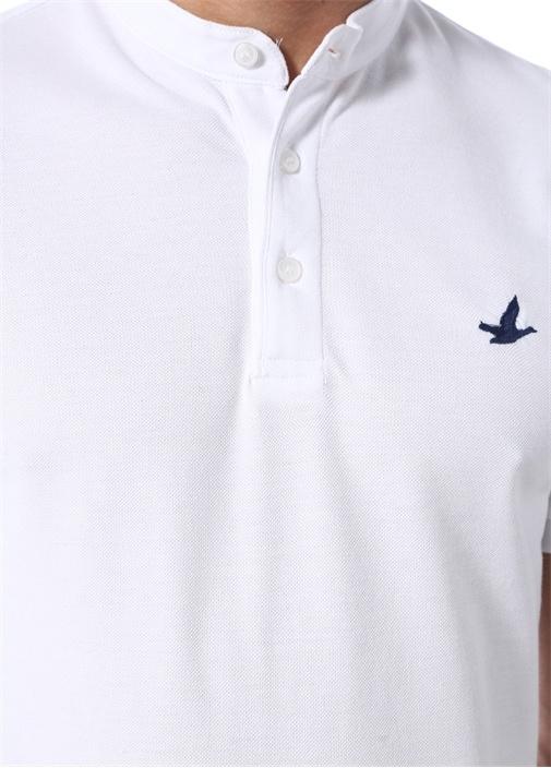 Beyaz Hakim Yaka Lacivert Logolu DokuluT-shirt