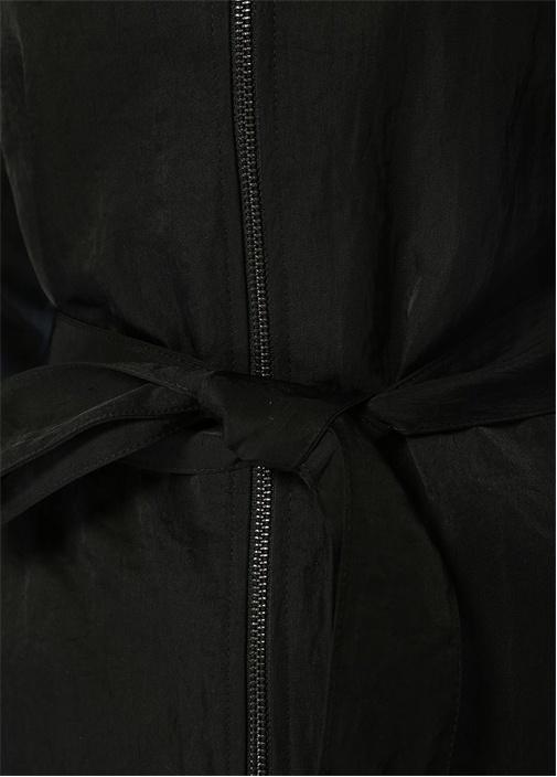 Siyah Fermuarlı Ucu Volanlı Kuşaklı Pardösü