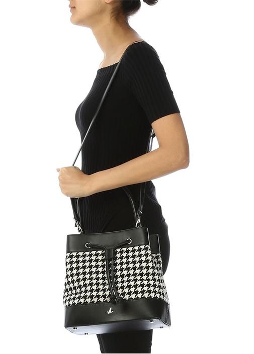 Siyah Beyaz Kazayağı Desenli Kadın Büzgülü Çanta