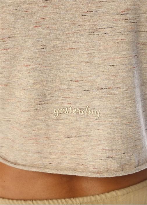 Yesterday Bej Arkası Nakışlı Crop T-shirt