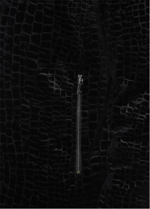 Siyah Kapüşonlu Kabartmalı Desenli Bomber Mont