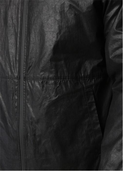 Siyah Kapüşonlu Kolu Şerit Garnili Mont