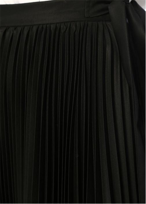 Siyah Beli Bağcıklı Pileli Midi Yün Etek