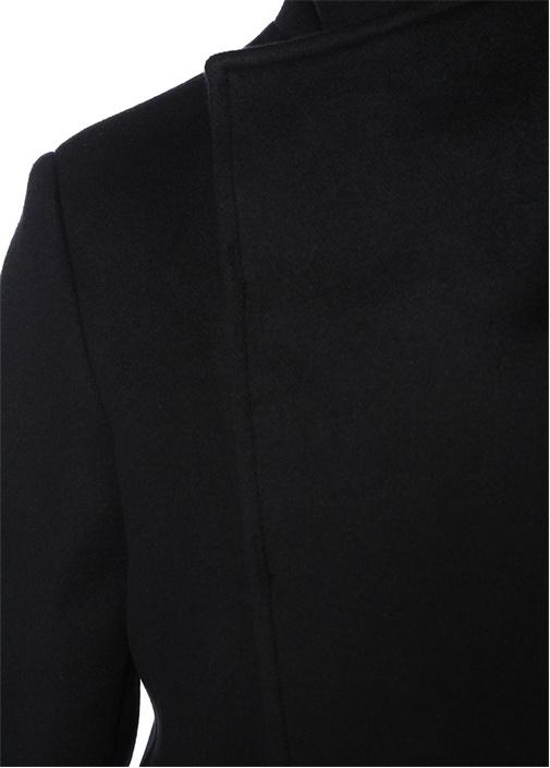Siyah Yakası Düğmeli Yün Palto