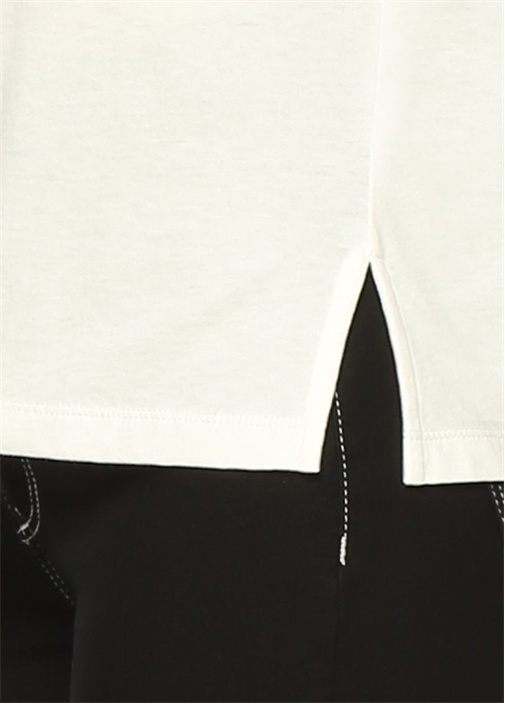Beyaz Yazılı V Yaka Tshirt