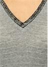 Gri Kendinden Simli Şerit Boncuklu V Yaka Tshirt