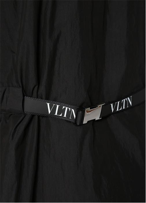 Siyah Kapüşonlu Logolu Mont