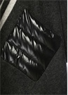 Siyah Yaka Detaylı Garnili Logolu Yün Pelerin