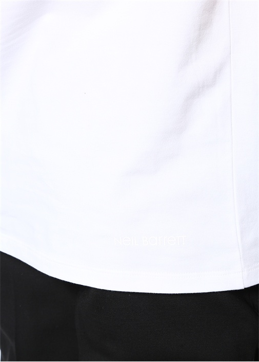 Beyaz Bisiklet Yaka Çiçek Desenli BasicT-shirt