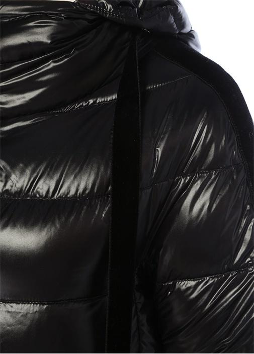 Siyah Kapüşonlu Kadife Garnili Puff Mont