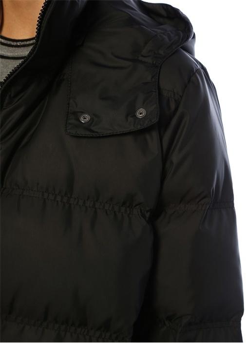 Siyah Kapüşonlu Ucu Büzgülü Uzun Puff Mont