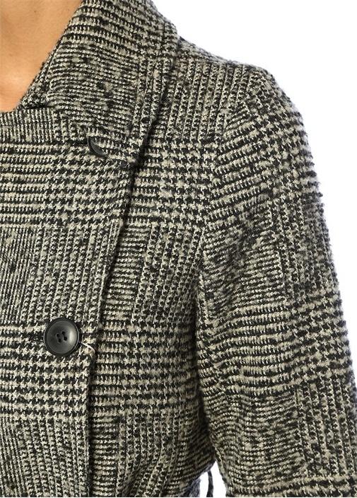 Siyah Beyaz Ekoseli Kol Detaylı KuşaklıYün Palto