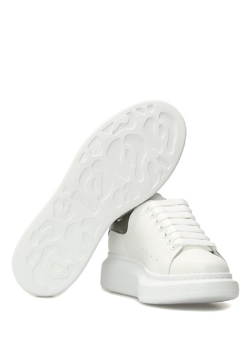 Beyaz Metalik Renk Detaylı Logolu KadınDeri Sneak