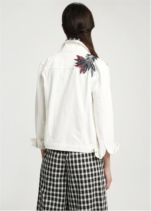 Beyaz Omzu Çiçek Nakışlı Jean Ceket