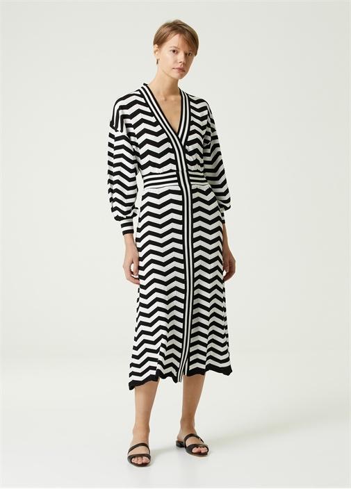 Siyah Beyaz Zikzak Desenli Midi Triko Elbise