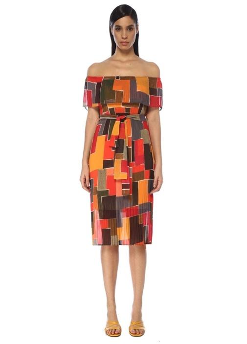 Düşük Omuzlu Geometrik Desenli Pilili Midi Elbise