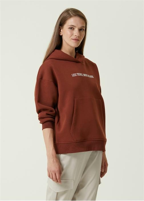 Kahverengi Kapüşonlu Yazı Baskılı Sweatshirt