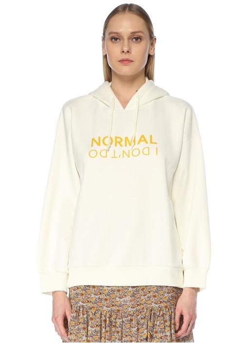 Beyaz Kapüşonlu Slogan Baskılı Sweatshirt